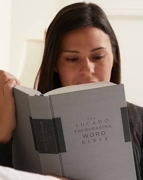NIV Lucado Encouraging Word Bible photo