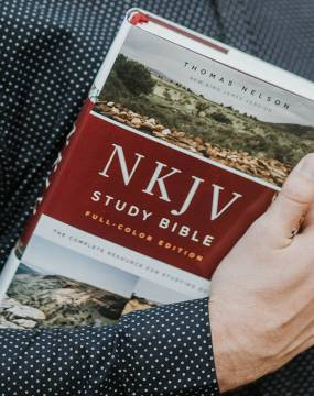 NKJV Study Bible Full Color