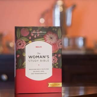 NKJV Woman's Study Front