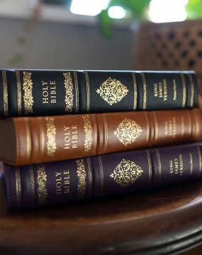 KJV Sovereign Collection Bible Personal Size Genuine Leather Black Red Letter Edition Comfort Print Photo