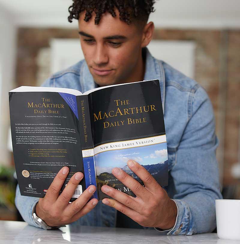 NKJV MacArthur Daily Bible